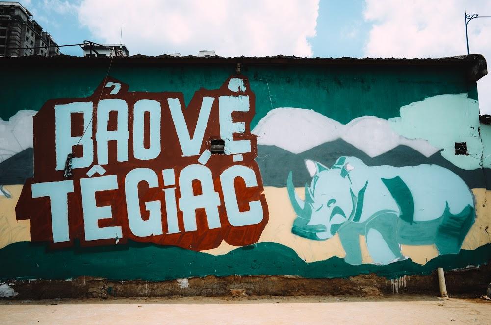 Biến hóa 17 bức tường trong con hẻm Sài Gòn thành những bức vẽ graffiti thú vị về loài tê giác - Ảnh 2.