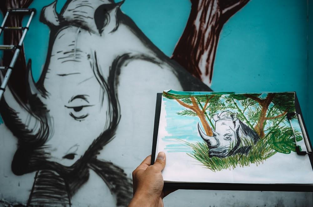 Biến hóa 17 bức tường trong con hẻm Sài Gòn thành những bức vẽ graffiti thú vị về loài tê giác - Ảnh 8.