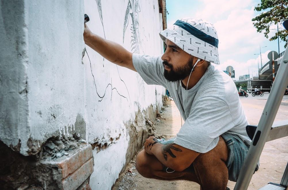 Biến hóa 17 bức tường trong con hẻm Sài Gòn thành những bức vẽ graffiti thú vị về loài tê giác - Ảnh 11.