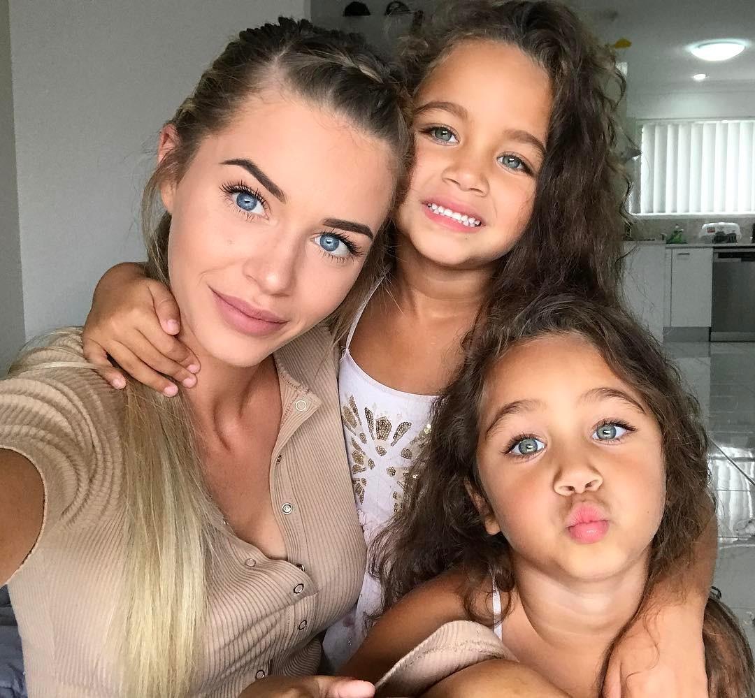 Gia đình nhà người ta: Bố đẹp, mẹ xinh, con cũng đáng yêu như thiên thần - Ảnh 4.
