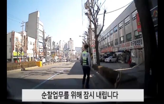 Người phụ nữ Hàn Quốc bỏ quên điện thoại và hành động không thể ngờ tới của cảnh sát và người dân nơi này - Ảnh 2.