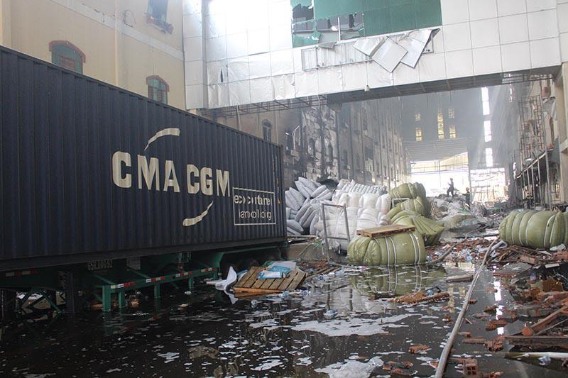 Hình ảnh tan hoang sau vụ cháy suốt 24 giờ ở Cần Thơ - Ảnh 1.