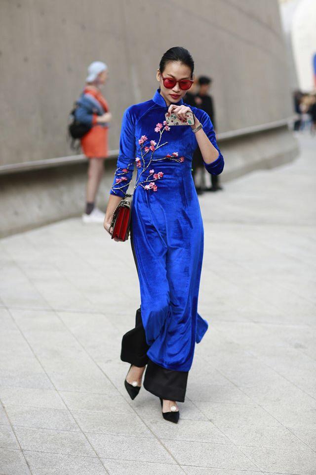 Không phá cách hay nổi loạn, Trương Thanh Trúc nổi bật với áo dài tại Tuần lễ thời trang Seoul 2017 - Ảnh 1.