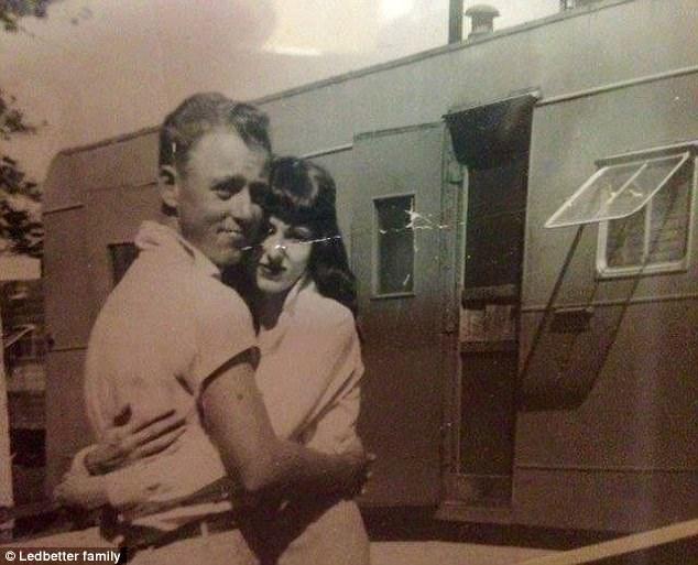 Cụ ông 84 nắm tay cụ bà 82 và cùng qua đời - chuyện tình hiếm thấy không phải trên phim - Ảnh 1.