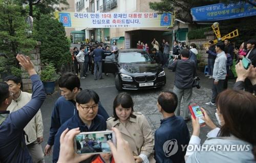 Ê kíp ưa nhìn quanh tân tổng thống Hàn Quốc - Ảnh 5.