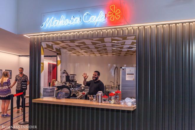 Quán cà phê, máy hát karaoke, phòng trò chơi: Đây chính xác là công ty nhà người ta bao người mơ ước - Ảnh 1.