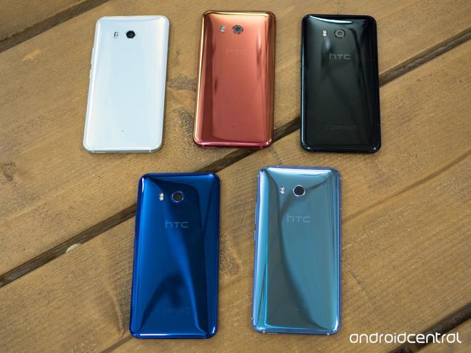 HTC U11 chính thức ra mắt, cho phép người dùng thao tác bằng cách bóp chặt - Ảnh 1.