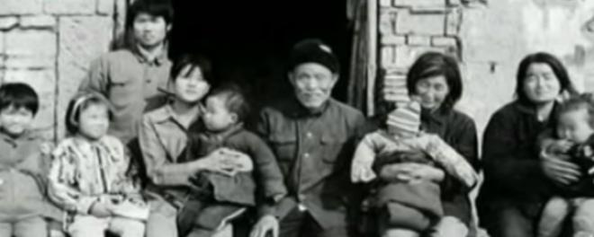 """Bà cụ nhặt rác cưu mang hơn 30 đứa trẻ bị bỏ rơi: """"Rác chúng tôi còn nhặt, huống hồ là người?"""" - Ảnh 2."""