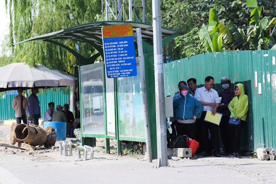 Chùm ảnh: Nghìn lẻ một chiêu thức bá đạo người dân Hà Nội đối phó với nắng nóng đỉnh điểm - Ảnh 7.
