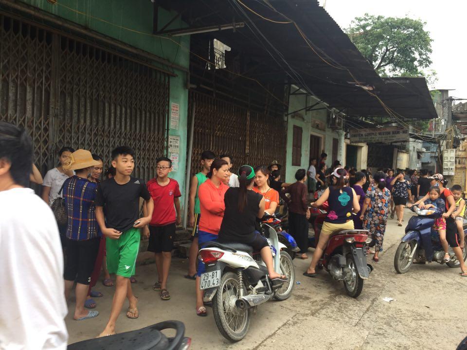 Công an dựng lại hiện trường vụ người mẹ nghi sát hại con đẻ 33 ngày tuổi ở Hà Nội - Ảnh 3.