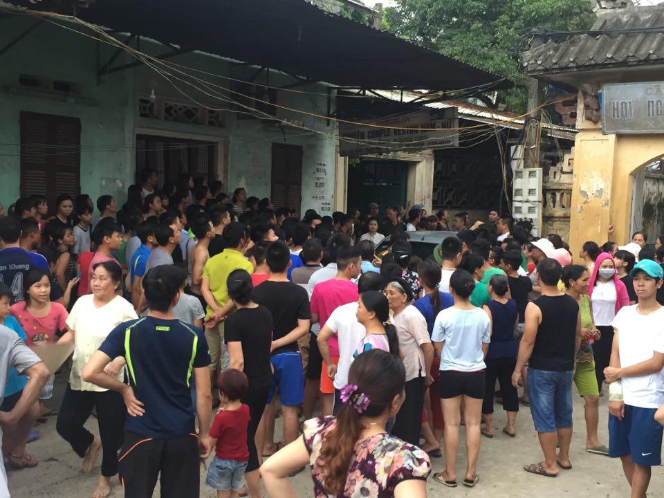Công an dựng lại hiện trường vụ người mẹ nghi sát hại con đẻ 33 ngày tuổi ở Hà Nội - Ảnh 4.
