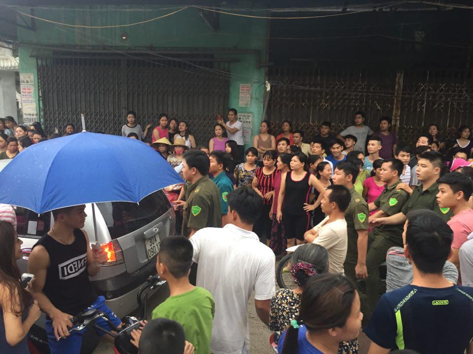 Công an dựng lại hiện trường vụ người mẹ nghi sát hại con đẻ 33 ngày tuổi ở Hà Nội - Ảnh 1.