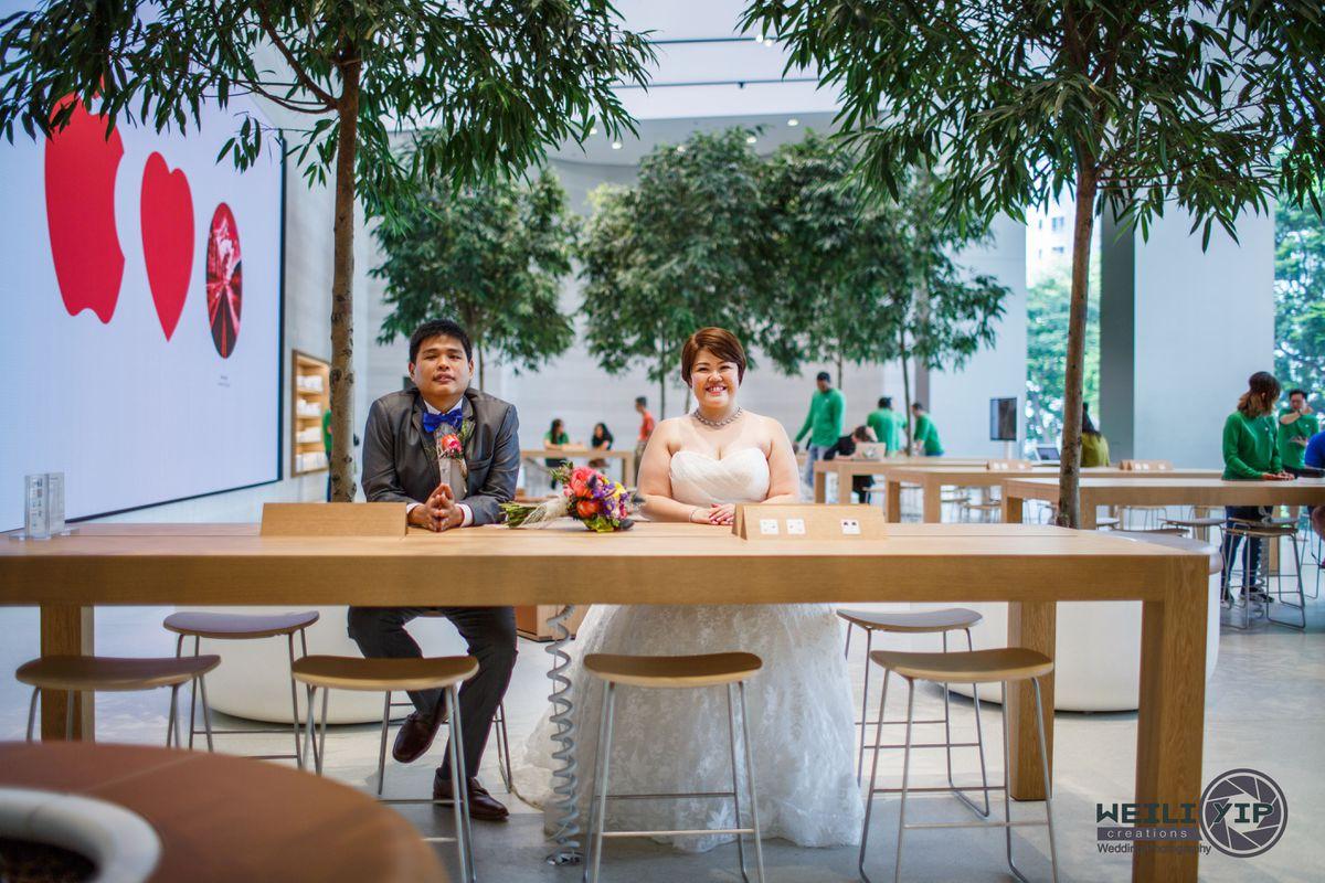 Bộ ảnh cưới của cặp đôi fan cuồng Apple tại Apple Store gây sốt - Ảnh 1.