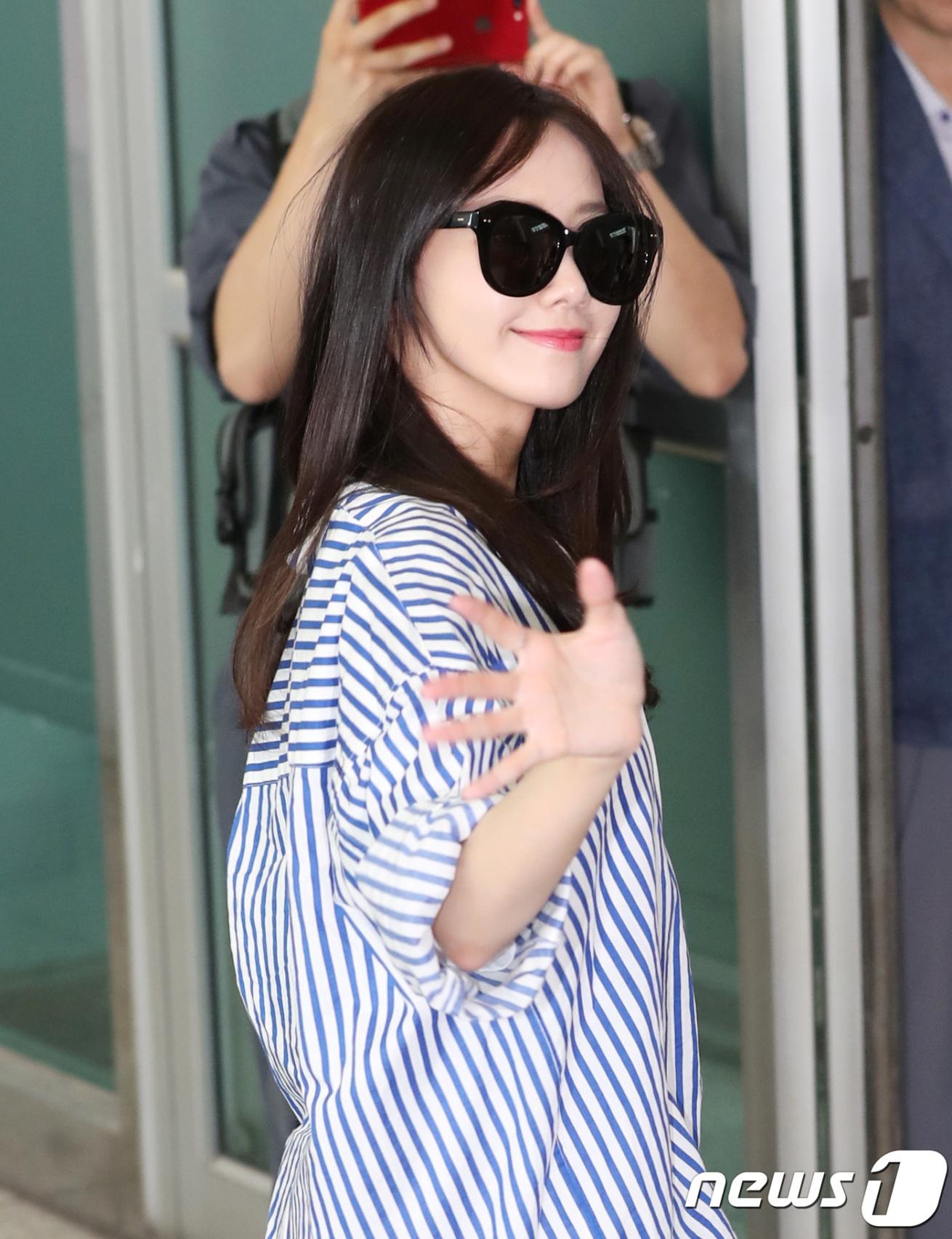 DBSK, SNSD, EXO cùng dàn trai xinh gái đẹp nhà SM đồng loạt đổ bộ, gây náo loạn sân bay - Ảnh 2.