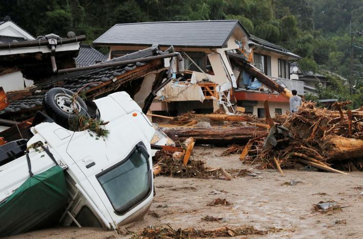 Nhật Bản: Mưa lũ tàn phá khu vực Tây Nam, 400.000 người sơ tán khẩn cấp - Ảnh 1.