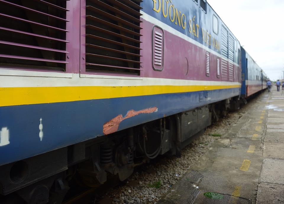 Nhiều chuyến tàu bị ảnh hưởng, phải dừng chuyến khi cơn bão số 2 đi qua - Ảnh 10.