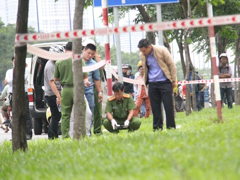 Người đàn ông tử vong bất thường ven xa lộ Hà Nội - Ảnh 2.