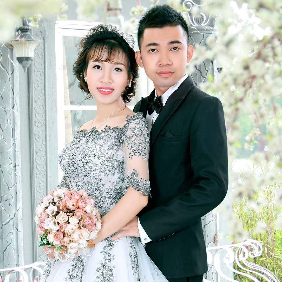 Đám cưới mùa mưa bão: Chú rể hạnh phúc cõng cô dâu qua đoạn đường ngập nước và bùn đất - Ảnh 7.