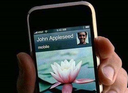 Một người đàn ông bí ẩn thường xuyên xuất hiện trên quảng cáo iPhone, câu chuyện đằng sau sẽ khiến bạn bất ngờ - Ảnh 1.