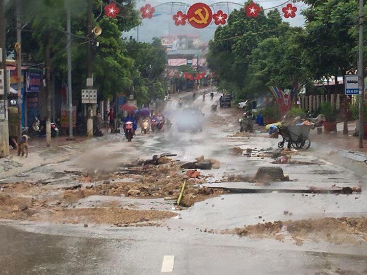 Chùm ảnh và clip về trận lũ quét kinh hoàng ở Yên Bái, Sơn La khiến nhiều người chết và mất tích - Ảnh 16.
