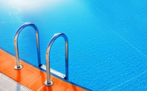 Sốc: Bể bơi Mỹ nhiễm hóa chất khiến 42 người nhập viện - Ảnh 1.