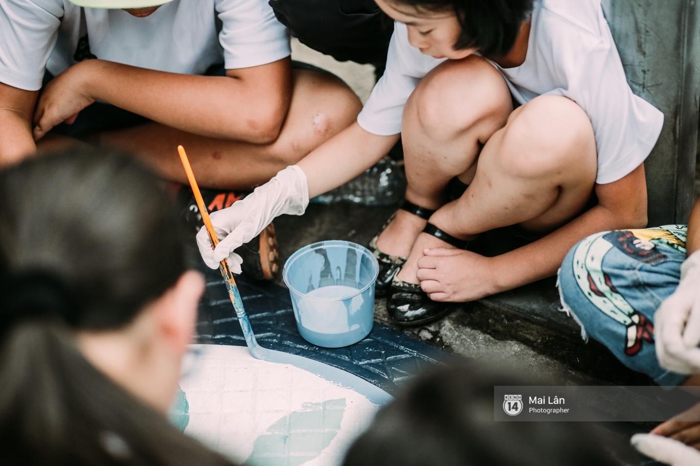 Nhỏ mà có võ, những nắp cống được tô vẽ màu mè đáng yêu khiến ai dạo qua phố đi bộ Hà Nội cũng mỉm cười! - Ảnh 2.