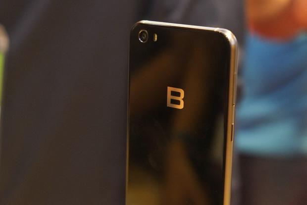 Khi ra mắt BPhone 2017, ông Nguyễn Tử Quảng đã bắt chước Apple mà không mấy ai hay - Ảnh 1.
