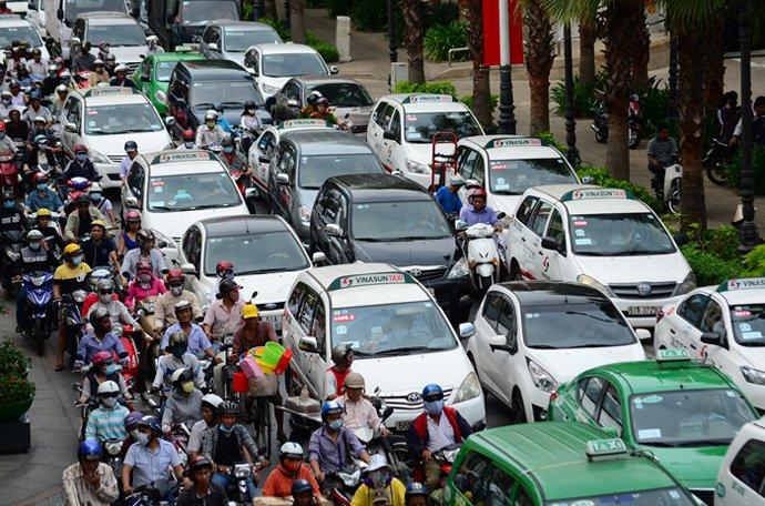 Hà Nội cấm taxi hoạt động ở hàng loạt tuyến phố - Ảnh 1.