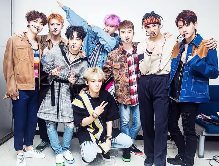 EXO trở thành nhóm nhạc nam bán được nhiều album nhất trong lịch sử Kpop - Ảnh 1.