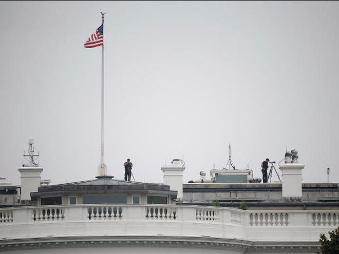 Cận cảnh Đội mật vụ bảo vệ Tổng thống Mỹ Donald Trump - Ảnh 5.