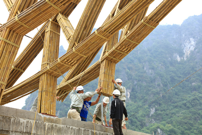 Nhà hàng hình nón làm từ 150.000 cây tre ở Kim Bôi khiến tạp chí kiến trúc Mỹ hết lời khen ngợi - Ảnh 2.