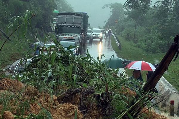Sạt lở nghiêm trọng QL 279 do mưa lũ ở Lào Cai, giao thông tê liệt hoàn toàn 3