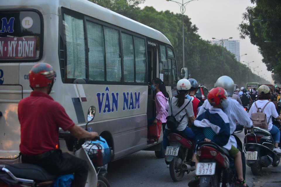 Bến xe chật kín người về quê nghỉ lễ mùng 2/9 - Ảnh 24.