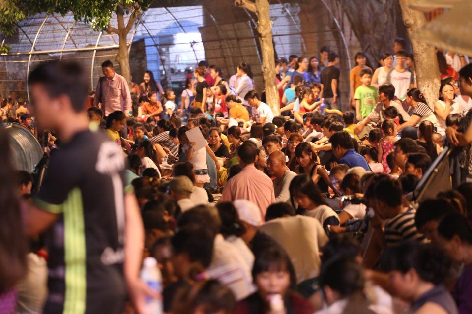 Hàng ngàn người dân đổ về Công viên Đầm Sen xem pháo hoa mừng Tết Độc Lập - Ảnh 1.