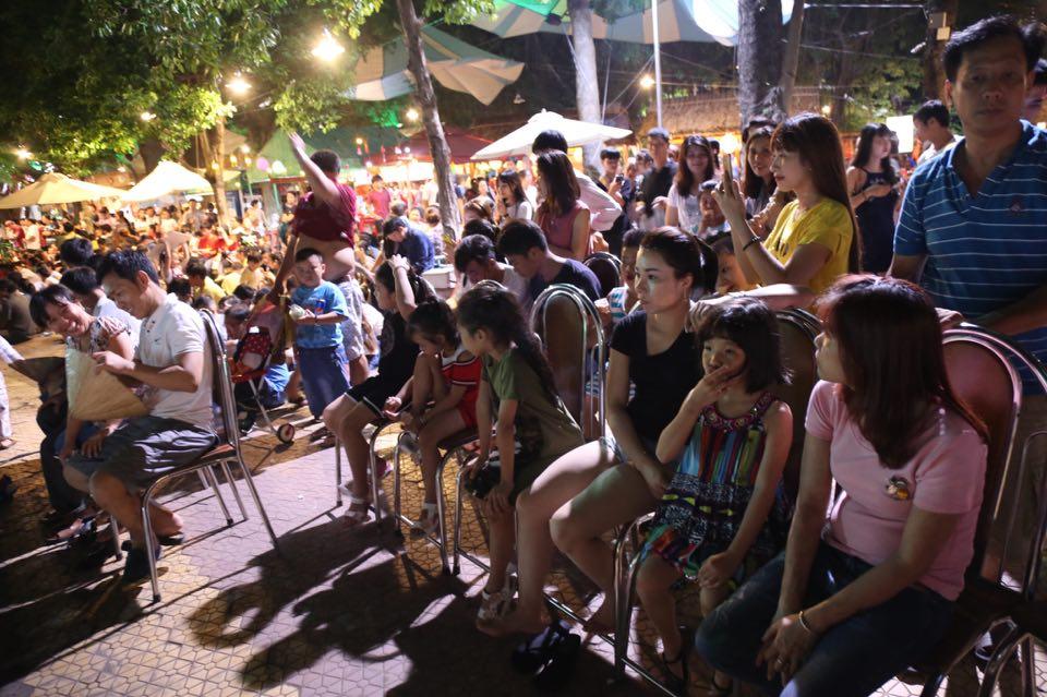 Hàng ngàn người dân đổ về Công viên Đầm Sen xem pháo hoa mừng Tết Độc Lập - Ảnh 9.