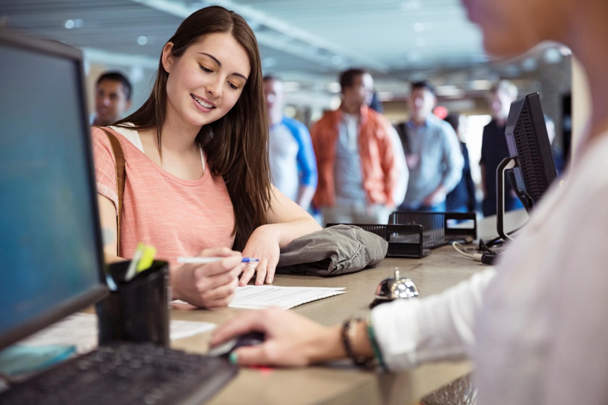 Điều gì xảy ra khi sinh viên coi việc làm thêm trở thành ưu tiên số 1? - Ảnh 2.