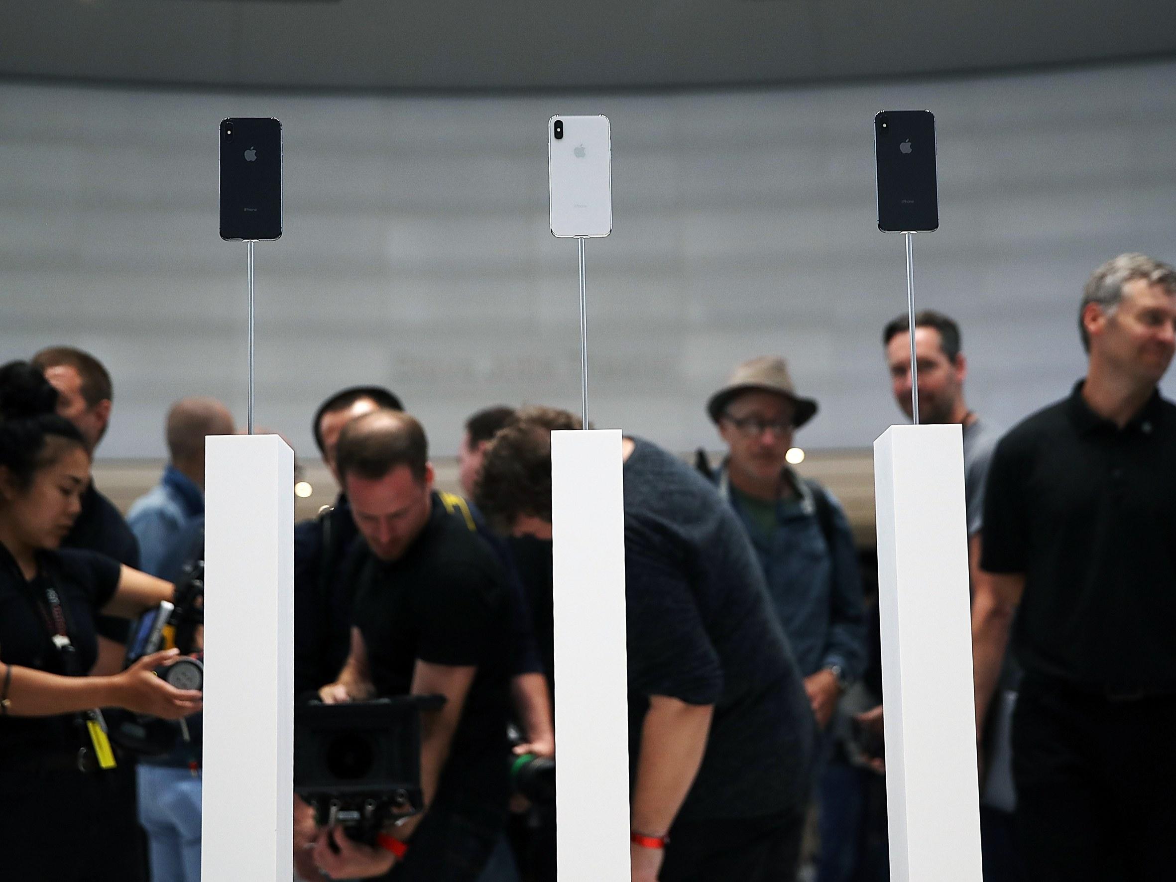 Chữ X trong iPhone X không chỉ là một con số, một giả thuyết về ý nghĩa thật sự của nó sẽ khiến bạn bật cười - Ảnh 1.