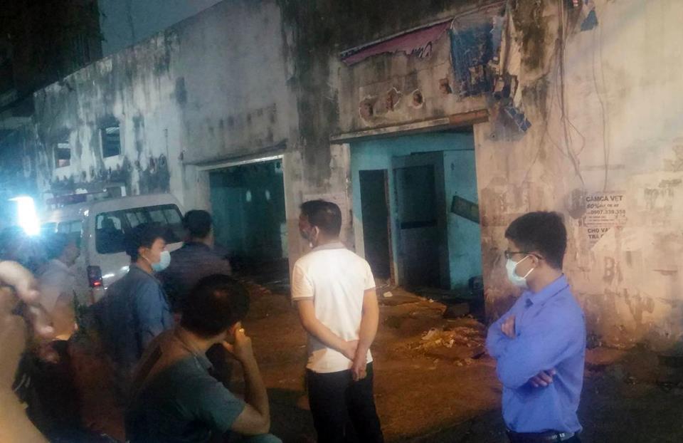 Người đàn ông chết bất thường bên hộp bánh kem trong ngôi nhà hoang ở Sài Gòn - Ảnh 1.