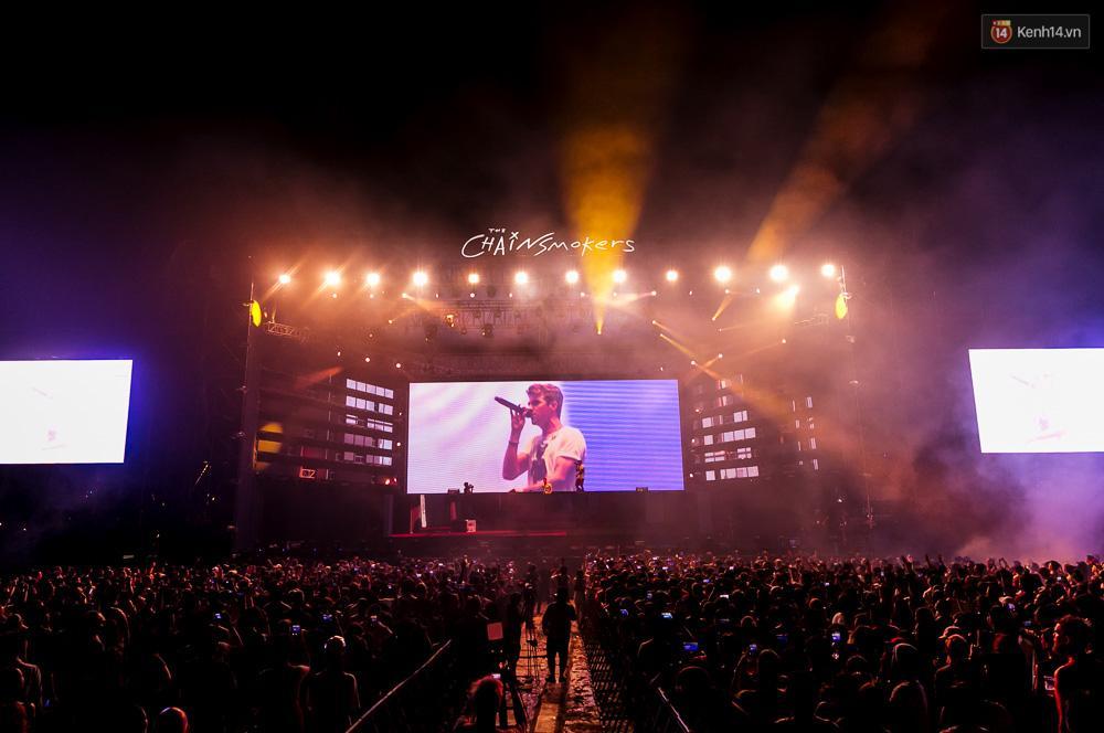The Chainsmokers khiến khán giả Việt Nam vỡ òa với màn biểu diễn đầy nhiệt huyết suốt 2 tiếng - Ảnh 4.