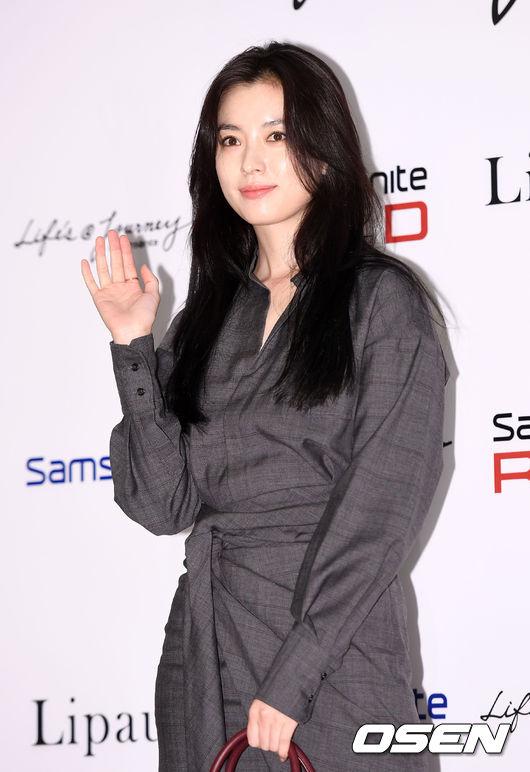 Han Hyo Joo và Sung Yuri: 2 nữ thần hàng đầu khoe sắc tại 2 sự kiện, khán giả đau đầu không biết ngắm ai - Ảnh 2.