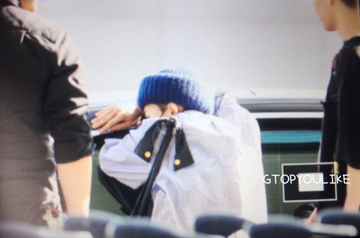 Người hâm mộ thích thú khi biết được danh tính chàng fanboy bám chặt vào cửa xe của Seungri (Big Bang) để trò chuyện tại sân bay - Ảnh 2.