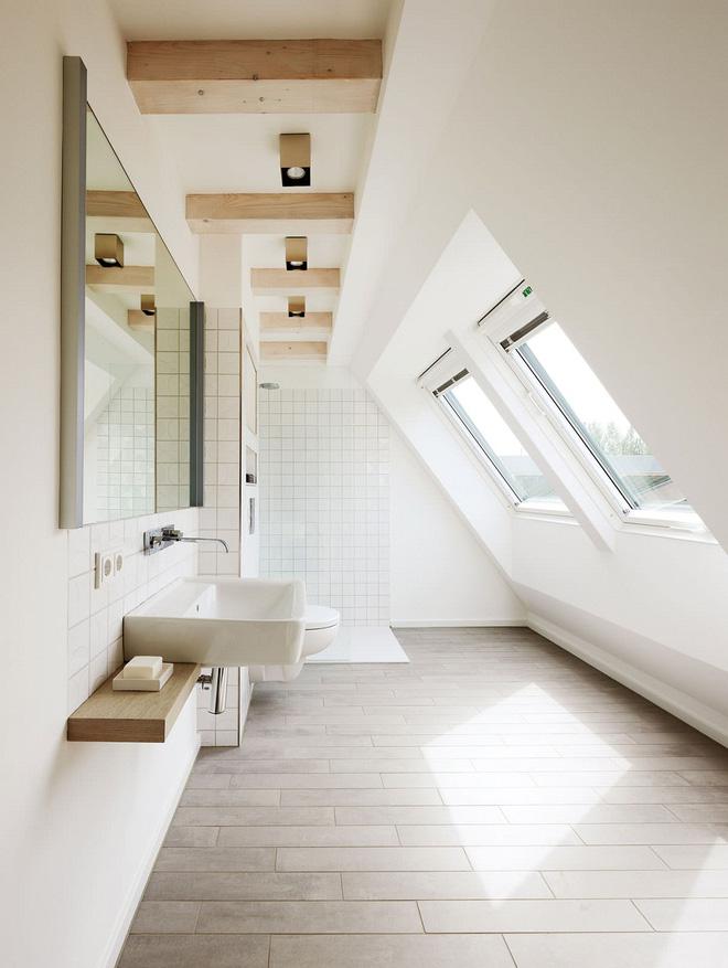 14 thiết kế phòng tắm gác mái vừa nhìn qua đã thích ngay - Ảnh 3.