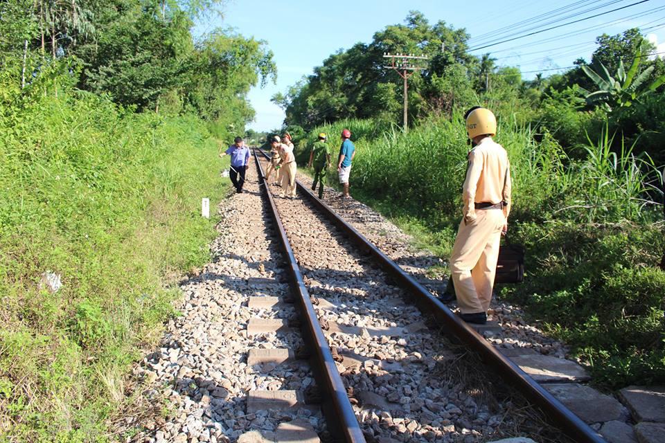 Quảng Nam: Băng qua đường sắt dân sinh, người phụ nữ bị tàu hỏa kéo lê 50 mét tử vong - Ảnh 1.