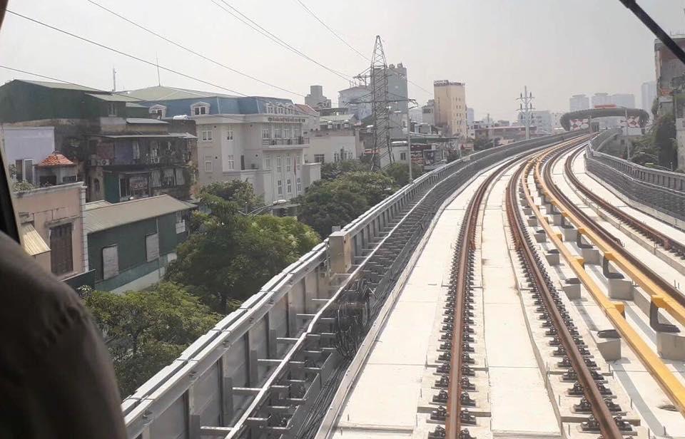 Chùm ảnh: Chạy thử nghiệm tàu công trình dự án tuyến đường sắt Cát Linh - Hà Đông - Ảnh 5.