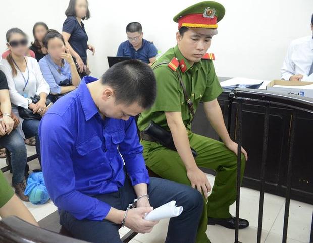 Xét xử sơ thẩm vụ dâm ô bé gái 8 tuổi: Cao Mạnh Hùng lãnh 2 năm tù giam, bồi thường 20,7 triệu đồng - Ảnh 2.