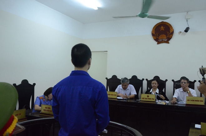 Xét xử sơ thẩm vụ dâm ô bé gái 8 tuổi: Cao Mạnh Hùng lãnh 2 năm tù giam, bồi thường 20,7 triệu đồng - Ảnh 3.