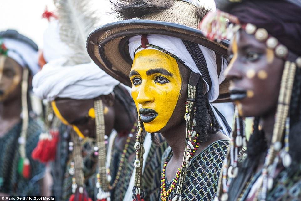 Lễ hội cướp vợ, đổi chồng của bộ tộc tây Phi - Ảnh 4.