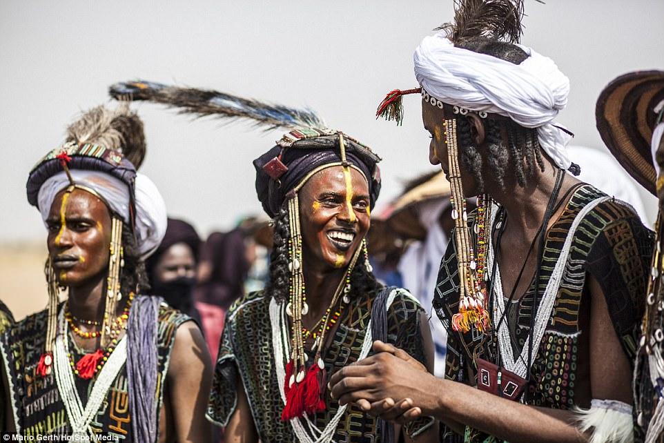 Lễ hội cướp vợ, đổi chồng của bộ tộc tây Phi - Ảnh 6.