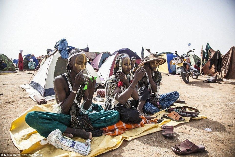 Lễ hội cướp vợ, đổi chồng của bộ tộc tây Phi - Ảnh 7.