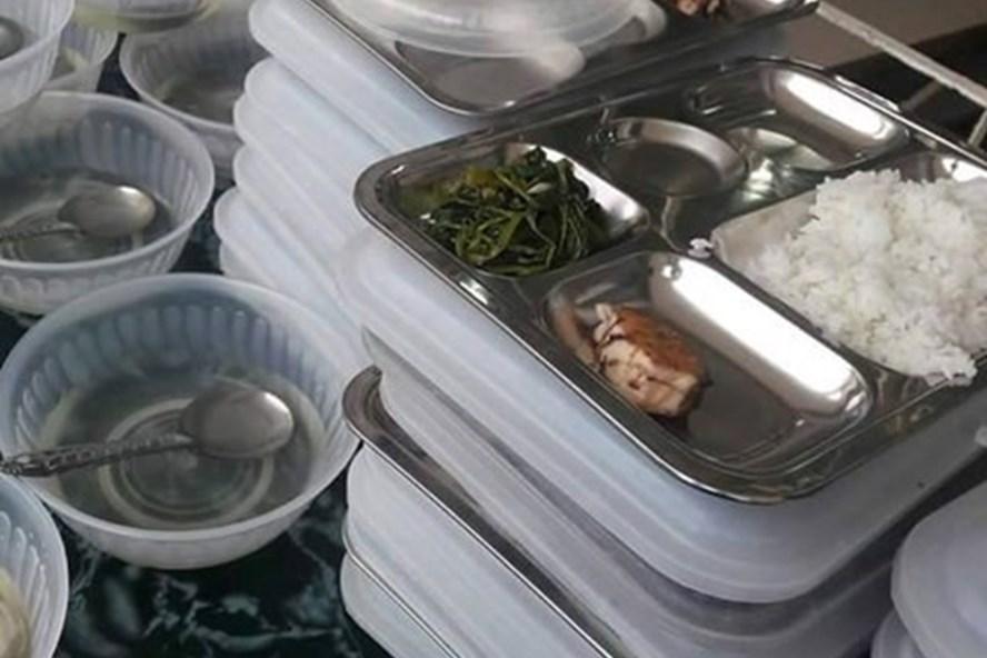 Thực hư chuyện ăn bớt khẩu phần ăn của học sinh tại Thanh Hoá - Ảnh 1.